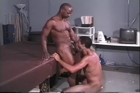 hawt black Muscle dudes pound Hard In The Gym After Workout
