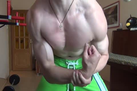 Flexing Muscles HD