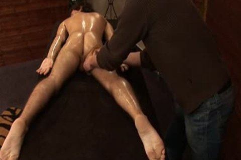 Mirek Mastel receives Massage