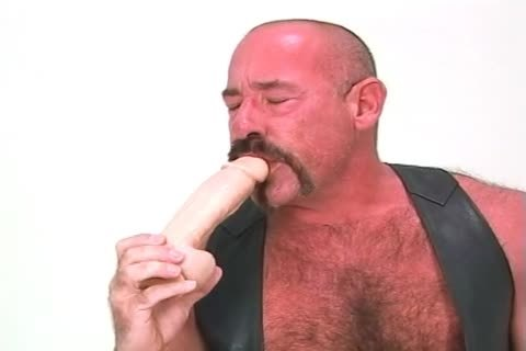 gigantic daddy guy Playing With His Dildos And pushing In