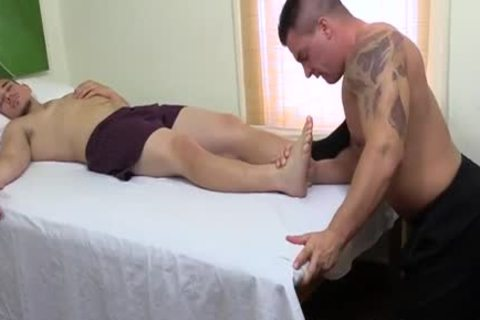 muscular dude sucking allies Toes