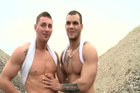 Muscle Daddy Public Sex With ejaculation