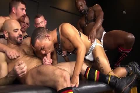 RR - beautiful N bare Daddy gangbang!