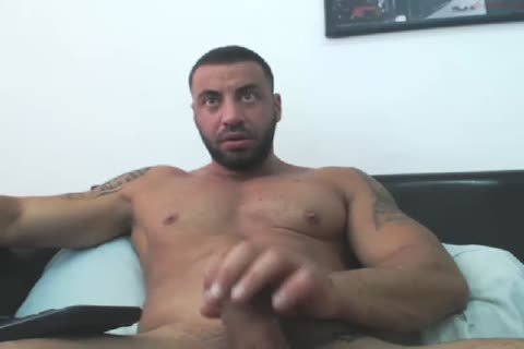 Arab Manbeast Edges His large penis