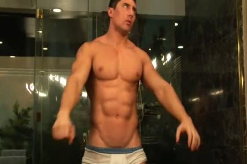 Muscle chap Cums In Shower