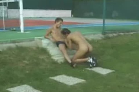 boys bang ON TENNIS COURT