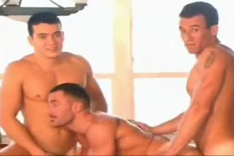 3some Latino