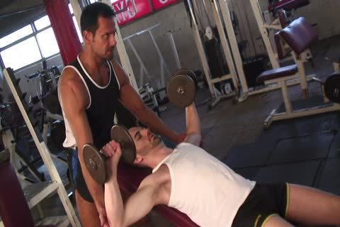 Tanned guy Nails naughty guy's pooper In The Gym