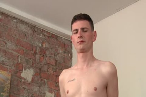juicy British twink Scott Wiliams likes handjob Action