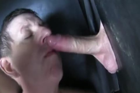 Super gigantic Uncut 10-Pounder str8 Aussie Max get's Sucked Off At The Gloryhole.