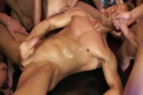 muscular fuckfest dude Cumshowered At Pool Party - BoyFriendTVcom