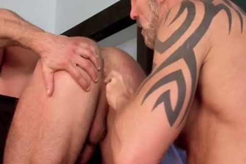 Muscle homosexuals Flip Flop With cumshot