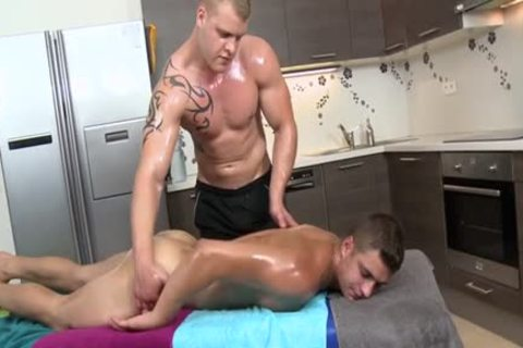 Muscle Daddy a bit of butthole With Massage