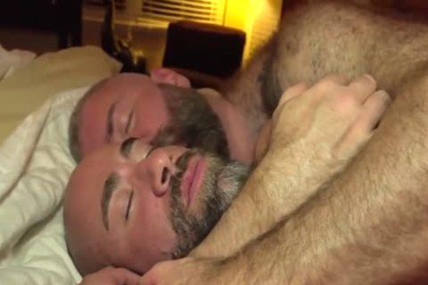 The Bear Likes The big dick Of The Bear Daddy