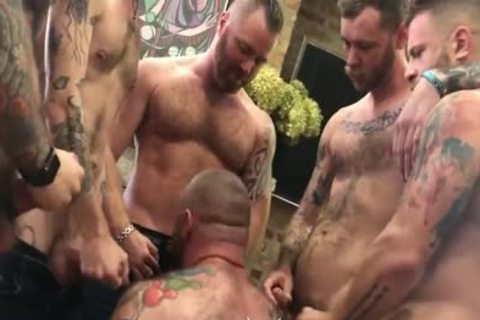Muscle Bear Breeding fuckfest