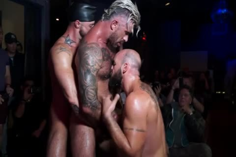 One Live, raw Double-Penetration For The Road